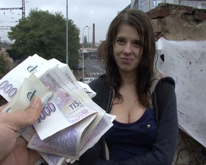 Czech girls fuck for cash — pic 3